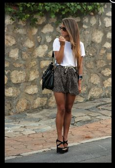 Wish I was this tan right now ! Love the outfit !