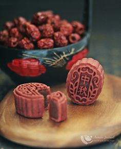 Baked Red Yeast Mooncakes 烤红曲月饼