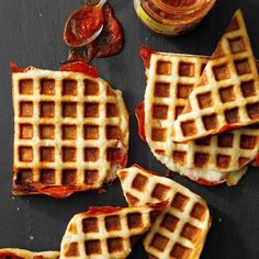 Waffle-Iron Pizzas Waffle Iron Recipes, Pizza Recipes, Real Food Recipes, Cooking Recipes, Yummy Food, Yummy Recipes, Chicken Recipes, Breakfast For Dinner, Breakfast Recipes