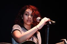 alessia cara covers 'bad blood' and kills it Bad Blood, Love Hair, Celebs, Celebrities, Music Lyrics, Shawn Mendes, Role Models, Musicals, Singing