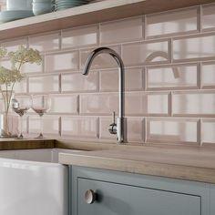 Pink Kitchen Walls, Metro Tiles Kitchen, Kitchen Wall Tiles, Kitchen Backsplash, Taupe Kitchen, Gloss Kitchen, Home Decor Kitchen, Kitchen Interior, New Kitchen