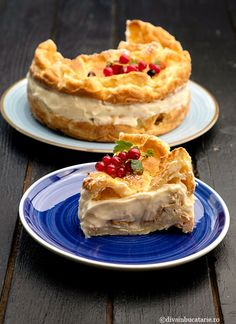 TORT ECLER CU CREMA DE VANILIE - TORT KARPATKA | Diva in bucatarie Food And Drink, Sweets, Cookies, Desserts, Places, Sweet Pastries, Crack Crackers, Postres, Gummi Candy