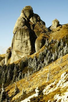 Goliath Tower m) Ciucas Mountains, Romania (by Mugurel C) Beautiful Places To Visit, Places To See, Places To Travel, All Nature, Amazing Nature, Visit Romania, Turism Romania, Formations Rocheuses, Easy Jet