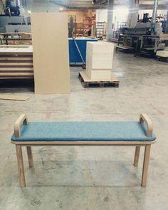 Our first photo of Oma bench...we felt in love at first sight! // Nuestra primera foto de banco Oma....nos enamoramos a primera vista de él!  #bench #design #wood #oak #diseño #banco #basquedesign #interiordesign #interiorismo #interiorproject #homedesign #homedesign #homedecor #deco #decoracion #contract #omabench #comfortable #fellinlove #roble #madera