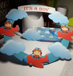 Party Wreath pilot boy pilot boy Its a boy blue por Airplane Baby Shower, Airplane Party, Baby Shower Niño, Baby Shower Themes, Shower Party, Baby Boy Wreath, Car Themed Parties, Minion Party, Boy Blue