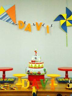 Decoração Brinquedos SJC 1st Birthday Party Themes, 1st Boy Birthday, Birthday Party Decorations, Kite Party, First Birthday Photography, Diy And Crafts, Crafts For Kids, Teacher Birthday Gifts, Class Decoration