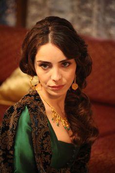 Nur Fettahoğlu as Mahidevran Sultan, wearing Kazaziye Loveknot Earrings - on www.inanna-jewelry they are available in silver