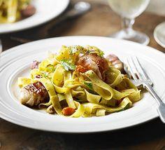 Fettuccine with seared scallops & prosciutto