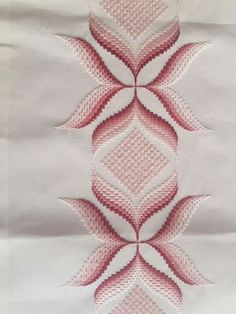 This Pin was discovered by Nih Swedish Embroidery, Hardanger Embroidery, Hand Embroidery Stitches, Hand Embroidery Designs, Embroidery Techniques, Embroidery Patterns, Machine Embroidery, Paper Embroidery, Broderie Bargello