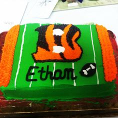 Made this Bengals cake (I'm a Browns fan) for a co-worker.