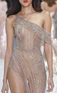 """monsieur-j: """"Ralph & Russo Couture S/S 2018 Runway Details """" Couture Fashion, Runway Fashion, High Fashion, Fashion Beauty, Fashion Outfits, Fashion Fashion, Winter Fashion, Couture Details, Fashion Details"""