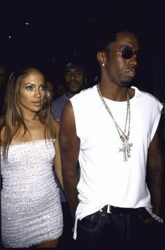 It's nice to see after so many years that Diddy and Jennifer Lopez can remain good friends despite what they've been through. Ben Affleck, Hip Hop Fashion, 90s Fashion, Jennifer Lopez Photos, Early 2000s Fashion, Girl Crushes, Kim Kardashian, Rihanna, Celebs