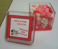 Caixinhas de acrílico decoradas para casamento , noivado, chá de cozinha !!!  Podemos colocar confete,jujubas,marshmalow, sachês perfumados e também terços ou o que você desejar !!!  Fazemos em todas as cores !!! Peça seu orçamento pelo nosso email : donaoncalembrancinhas@ig.com.br