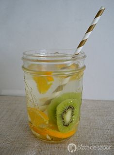 Agua con naranja y kiwi (agua infusionada saludable) Detox Drinks, Healthy Drinks, Healthy Recipes, Best White Cake Recipe, Malibu Drinks, Bebidas Detox, Juicing For Health, Drinks Alcohol Recipes, Starbucks Drinks