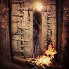 هَـدمُوا للِحُزنِ دَار أضرَمُوا بالقَلبِ نَار مَ رعَتْ حُرمةَ { هَادِينَا } الأعَادِي تَركوهَا بالأسَى ؛ تَنعَى تُنادِي