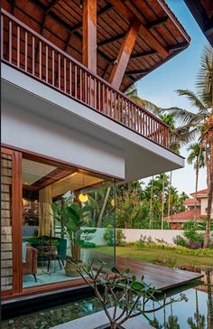 The house is endowed with bright, voluminous and airy spaces with well-designed outdoor landscaping Modern Tropical House, Tropical Houses, Tropical House Design, Tropical Architecture, School Architecture, Bali House, Bungalow House Design, Floating In Water, Indian Home Decor