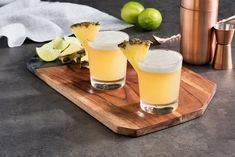 Pineapple Coconut Pisco Sour: A tropical take on a South American favorite! This wonderful Peruvian drink is made with pisco, coconut water, lime juice and GOYA® Pineapple Juice to give a sweet twist to the classic version. Cocktail for the win! Coconut Water Recipes, Coconut Water Smoothie, Coconut Water Benefits, Coconut Drinks, Pisco Sour, Healthy Blender Recipes, Healthy Smoothies, Vegetable Smoothies, Oatmeal Smoothies