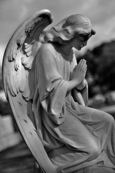 Metairie Friedhof, New Orleans - Tattoo Images New Orleans Tattoo, Statue Ange, Dragon Statue, Cemetery Angels, Cemetery Art, Gardian Angel, Stone Statues, Buddha Statues, Statue Tattoo