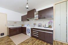 Repeindre le carrelage au sol d'une cuisine : tuto en images - Côté Maison Kitchen Organisation, Kitchen Room Design, Vestibule, Kitchen Cabinets, Inspiration, Home Decor, Clinic, Dental, Style