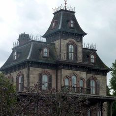 Haunted places.  I love this house!