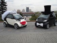 Per un matrimonio in bianco e nero, le auto degli sposi devono essere così