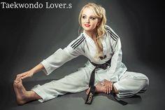 Taekwondo Girl, Karate Girl, Best Martial Arts, Martial Arts Women, Marshal Arts, Female Martial Artists, Inspirational Pics, Combat Training, Martial Arts Techniques