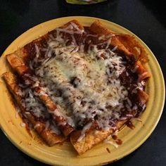 #lunch #enchiladasdemole #enchiladas #queso #mole #cominedo #comida #comidacasera #comidamexicana #Mexico #mexicanfood #food #foodporn #foodcoma #stuffed #yum #spicy # by @frank2020