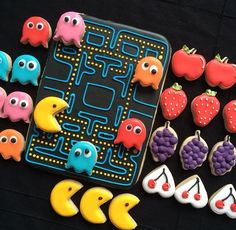 Old school video game cookies Cookies Cupcake, Iced Sugar Cookies, Man Cookies, Cupcakes, Cookie Frosting, Cut Out Cookies, Cute Cookies, Royal Icing Cookies, Birthday Cookies