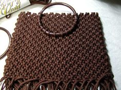 Tutorial on how to make a macrame handbag.