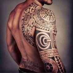 Gesamter Rücken Mandala Schulter Tattoo oberer Rücken Wikinger Kämpfer Ritter Style Muster großes Tattoo Mann Fitness Kraft Stärke