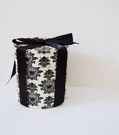 Vintage French Boutique Large Circular Hatbox in Black & White Damask Print with Black Felt Lining