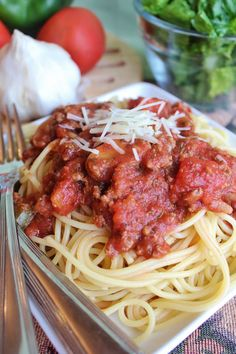 Slow Cooker Spaghetti Sauce -- get a little taste of Italy with this rich and delicious slow cooker recipe for spaghetti sauce.