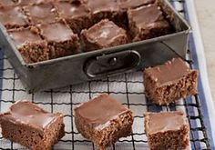Delicious fudge, with more tasty goodies. Sweet Recipes, Cake Recipes, Dessert Recipes, Healthy Cake, Healthy Sweets, Polish Recipes, Chocolate Fudge, Chocolate Squares, Cookie Desserts