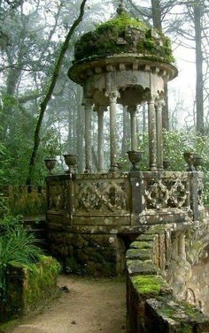 Gazebo in the Garden Pavilion in Quinta da Regaleira Palace, in romantic Sintra, Portugal Abandoned Mansions, Abandoned Buildings, Abandoned Places, Abandoned Castles, Garden Pavilion, Garden Gazebo, Palace Garden, Moss Garden, Succulent Planters