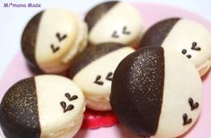Mi*mama: chocolate dipped decorated macarons