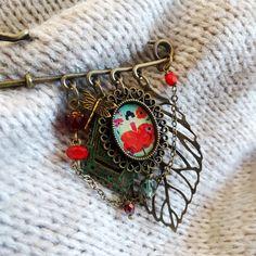 25% Off Summer SALE Anemone safety pin brooch Kilt