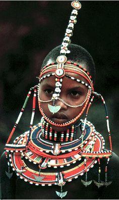 Масаи относятся к нильскому семейству языковых групп и, вероятно, мигрировали из долины Нила в Судане в центральную и юго-западную Кению уже после 1500 года, приведя и свой одомашненный скот. Хотя другие африканские племена строили цивилизации и формировали царства, масаи никогда не отходили от своего полукочевого образа жизни. Территории, доступные для кочёвок, заметно сократились в последние годы из-за урбанизации, а также создания национальных заповедников Масаи-Мара и Серенгети.