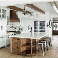 40 Modern Farmhouse Kitchens Design Ideas To Change Your Kitchen Style - Modern . 40 Modern Farmhouse Kitchens Design Ideas To Change Your Kitchen Style - Modern farmhouse kitchens - Home Decor Kitchen, Interior Design Kitchen, New Kitchen, Kitchen Decorations, Awesome Kitchen, Farm Kitchen Ideas, Hidden Kitchen, Kitchen Hacks, Cheap Kitchen