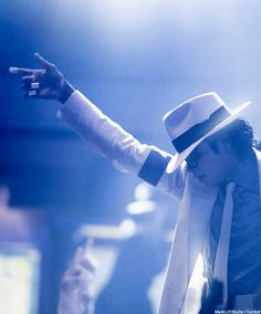 💙Michael Jackson 💙~Smooth Criminal I still can't believe he is gone.such a sad life at times. The Jackson Five, Jackson Family, Mike Jackson, Oprah Winfrey, Michael Jackson Smooth Criminal, Cool Lyrics, King Of Music, The Jacksons, My King