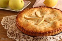 """Crostata di mele coperta """"Cuor di mela"""": un guscio di frolla morbido, un cuore di mele e marmellata e una copertura di altra pasta frolla. Davvero deliziosa"""