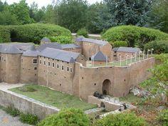 Замок Седан – #Франция #Шампань #Седан (#FR_G) Самая большая крепость Европы. Есть музей, турагенство и отель на территории замка 15-16 веков.  ↳ http://ru.esosedi.org/FR/G/1000453081/zamok_sedan/