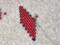 Tutorial- Russian Leaf- listek z koralików Beading Projects, Beading Tutorials, Beaded Embroidery, Embroidery Patterns, Beaded Earrings, Beaded Jewelry, Peyote Stitch, Seed Beads, Projects To Try