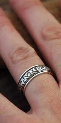 379a0a1ca87 This floral spinner ring that is as gorgeous as it is calming