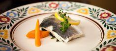 Una receta que se hace casi sola y dignifica el pescado al vapor como un manjar de primera, gracias a la ayuda de las hierbas aromáticas, las hortalizas y una fiesta de cítricos y especias.