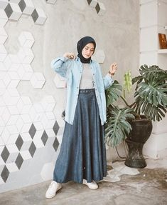 Super Ideas for vintage fashion hijab beautiful Modern Hijab Fashion, Street Hijab Fashion, Hijab Fashion Inspiration, Muslim Fashion, Modest Fashion, Skirt Fashion, Fashion Outfits, Fashion Muslimah, Casual Hijab Outfit