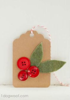 free printable gift tags ~ Holly sprigs with felt and buttons on cardboard tag