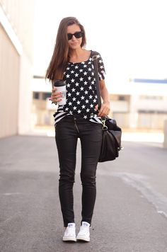 i like this outfit! I need only this blouse and i will have it!