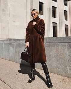 8 Hollywood-Inspired Faux Fur Coat Looks & Where To Get Them Brown Faux Fur Coat, Faux Fur Hooded Coat, Long Fur Coat, Fur Coat Outfit, Chic Winter Outfits, Angora, Autumn Street Style, Mode Outfits, Kappa