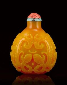 A large finely carved yellow glass snuff bottle. Attributed to Beijing, Qianlong