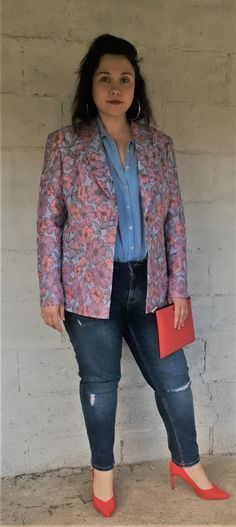 Ready for summer? This blazer is wearable for every occasion Summer Blazer, Barbie, Blazers For Women, Design Your Own, Corduroy, Velvet, Glamour, Pattern, Tops